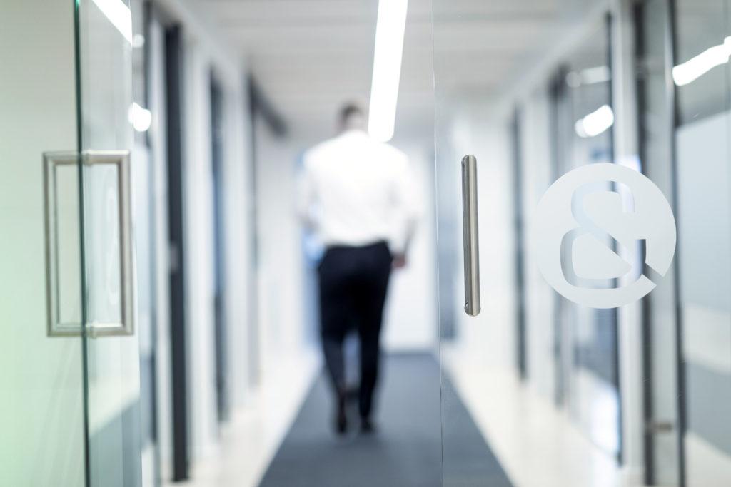 Ønsker du proaktiv, uvildig og nærværende sparring og professionel revision, af en revisor, der udvikler din forretning?
